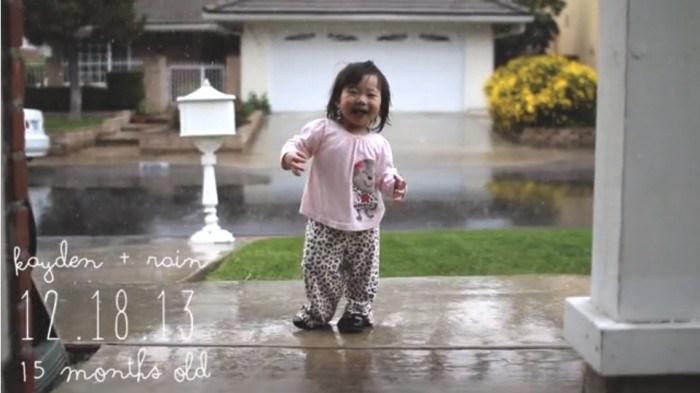 Kayden entdeckt den Regen!